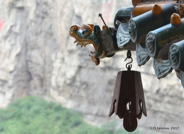 Gutter and bell (Hunyuan County, China, 2017)
