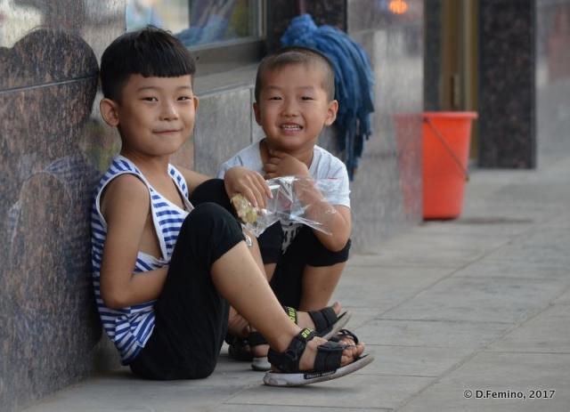 Smiling at my camera (Pingyao, China, 2017)
