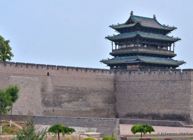 City walls with a watchtower (Pingyao, China, 2017)