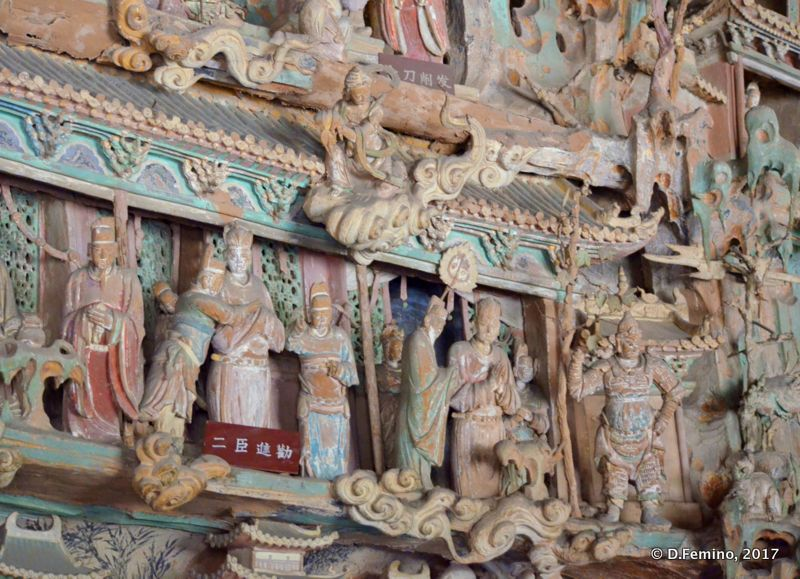 Small clay statues in Shuanglin temple (Pingyao, China, 2017)