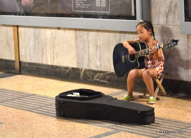 Little busker in the underground (Xi'an, China, 2017)