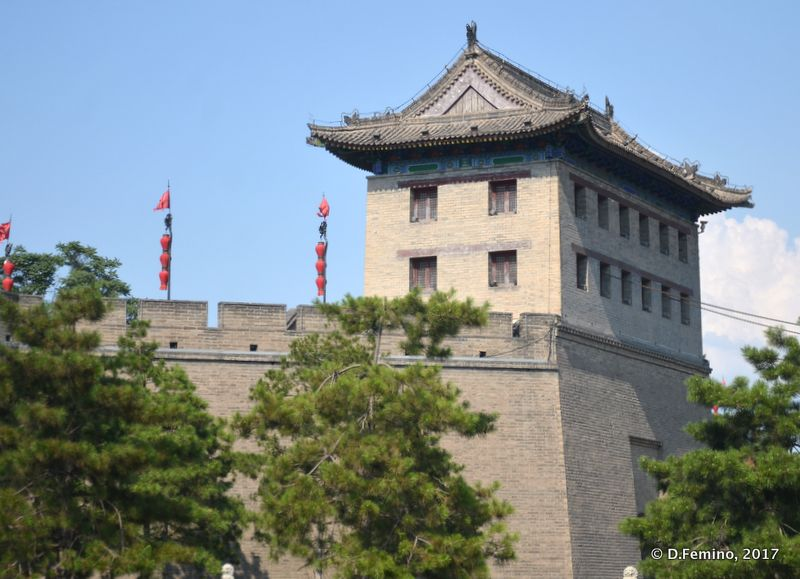 Watchtower on city walls (Xi'an, China, 2017)