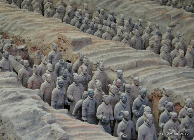 Two rows of terracotta warriors (Xian, China, 2017)