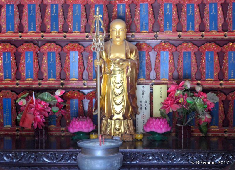 Buddha in a temple (Xi'an, China, 2017)