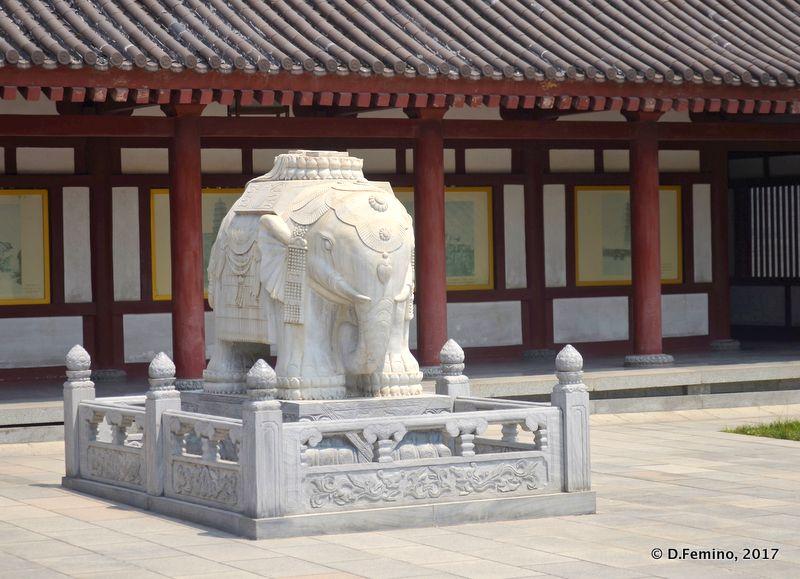 White marble elephant (Xi'an, China, 2017)