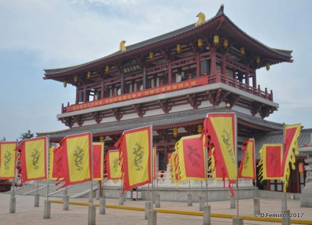 Gate of Qujiang Royal Garden (Xi'an, China, 2017)