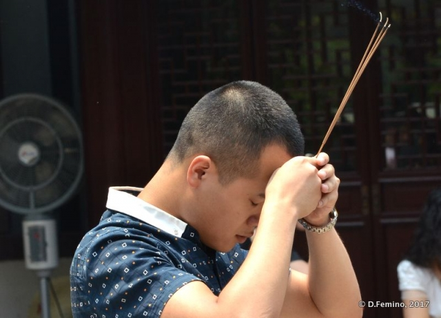 Praying with an incense stick (Shanghai, China 2017)