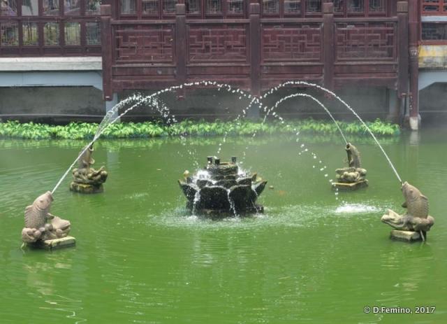 Fish fountain (Shanghai, China 2017)