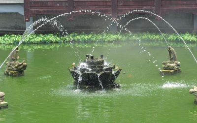 Fish fountain in Yuyuan gardens