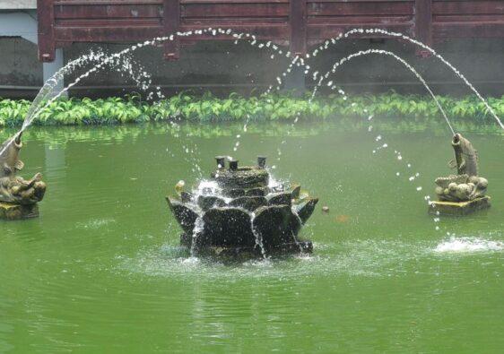 Fish fountain in Yuyuan gardens