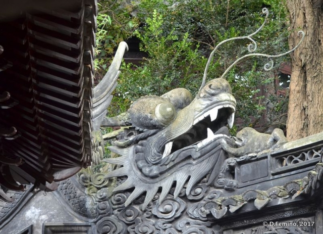 Dragon on a roof (Shanghai, China 2017)