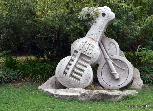 Guitars monument (Shanghai, China 2017)