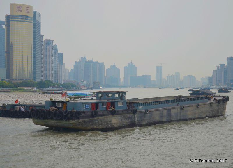 Barge on Huangpu river (Shanghai, China 2017)