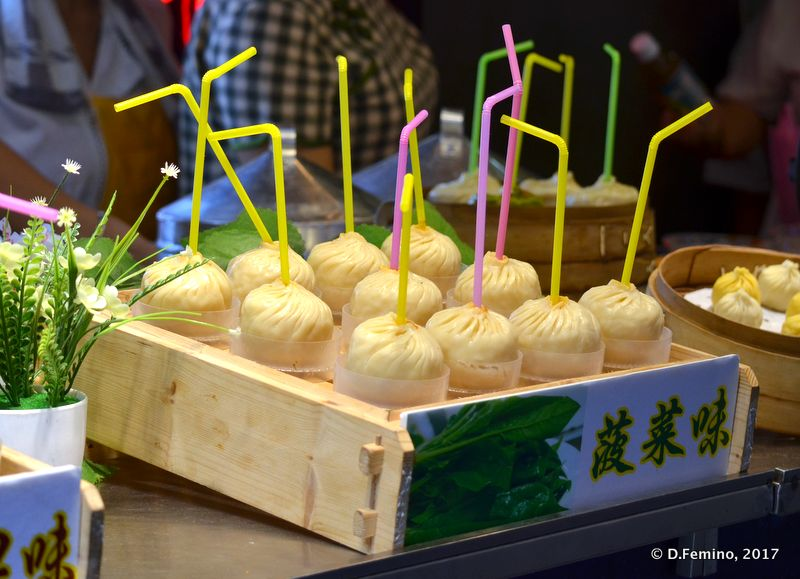 Walking juicy dumplings (Shanghai, China 2017)