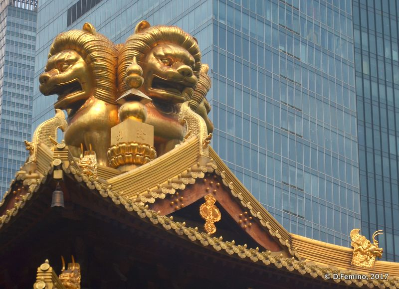 Roof of Jing'an temple (Shanghai, China 2017)