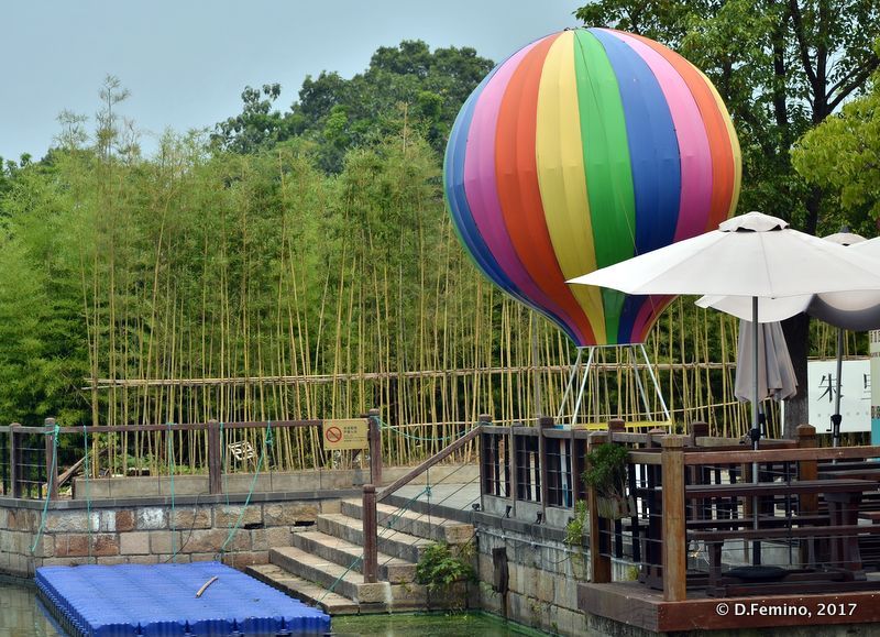 Small hot-air balloon by the river (Zhujiajiao, China, 2017)