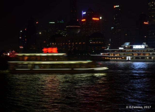 Flowing on Huangpu river at night (Shanghai, China 2017)