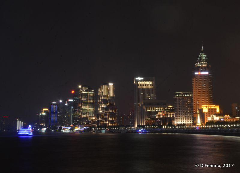 Shanghai's skyline at night (Shanghai, China 2017)