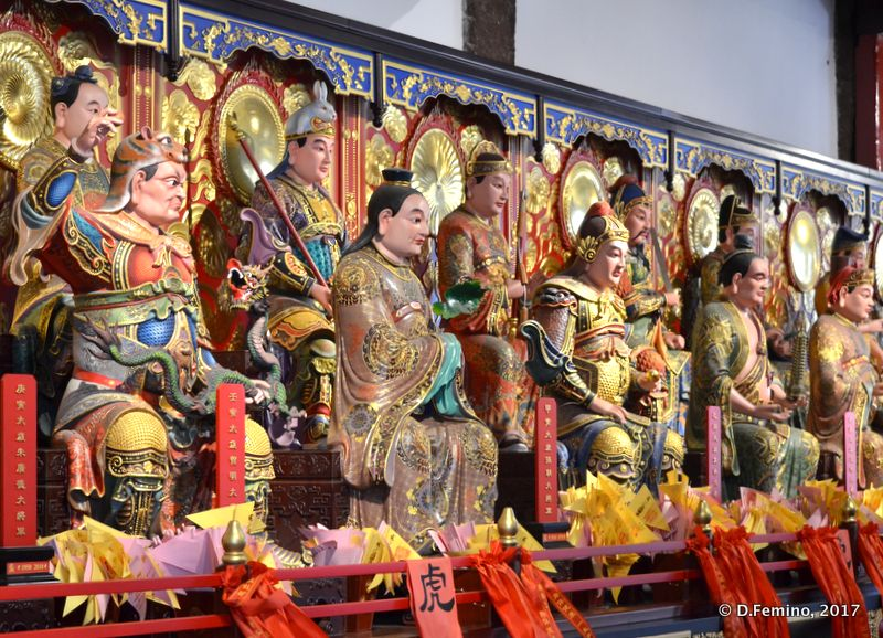 Statues in a temple (Suzhou, China, 2017)