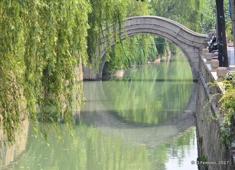 Bridge over a canal (Suzhou, China, 2017)
