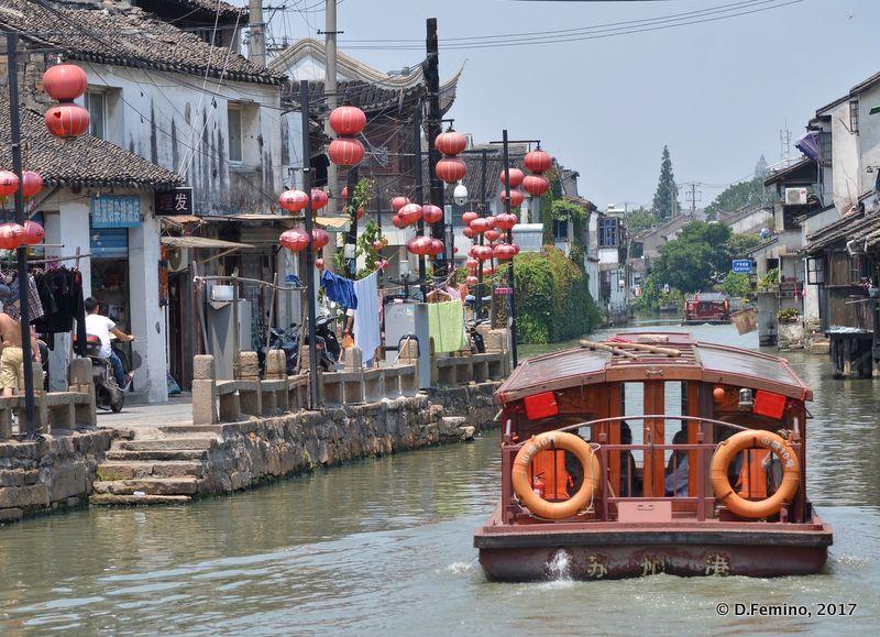 Boat on Shiziyang river (Suzhou, China, 2017)