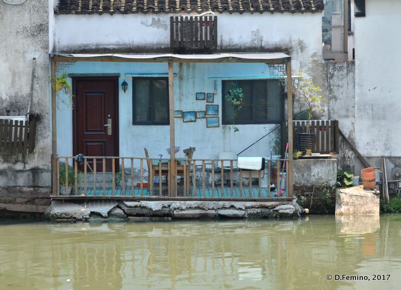 House by the river (Suzhou, China, 2017)