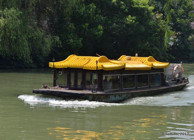Yellow tourist boat (Suzhou, China, 2017)