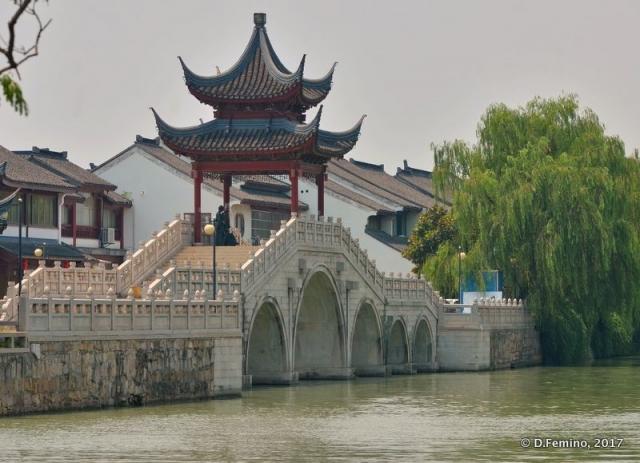Stone bridge with pavilion (Suzhou, China, 2017)