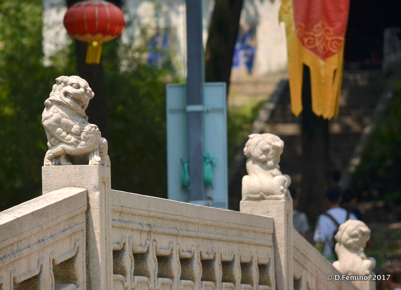 Small lions on a bridge (Suzhou, China, 2017)