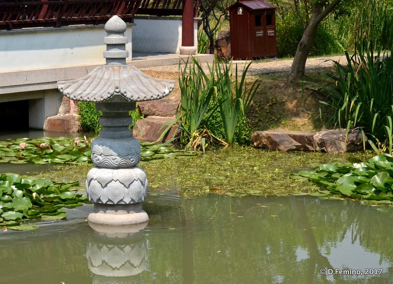 Column in the pond (Suzhou, China, 2017)