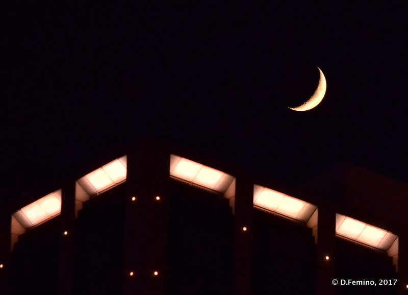 Quarter moon (Suzhou, China, 2017)