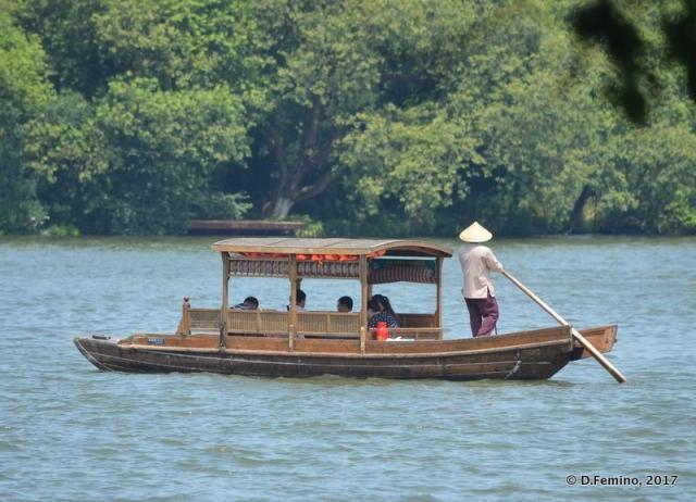 Rowing on the lake (Hangzhou, China, 2017)
