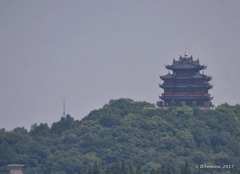 Pavilion on the top of the hill (Hangzhou, China, 2017)