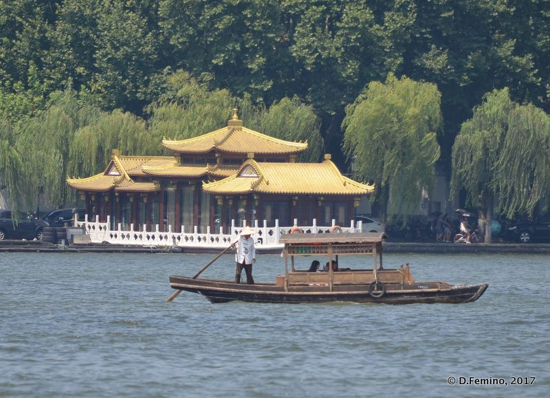 Traditional boat (Hangzhou, China, 2017)