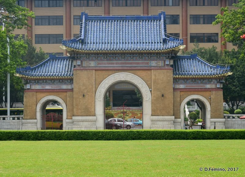 Gate of Sun Yat-Sen memorial (Guangzhou, China, 2017)