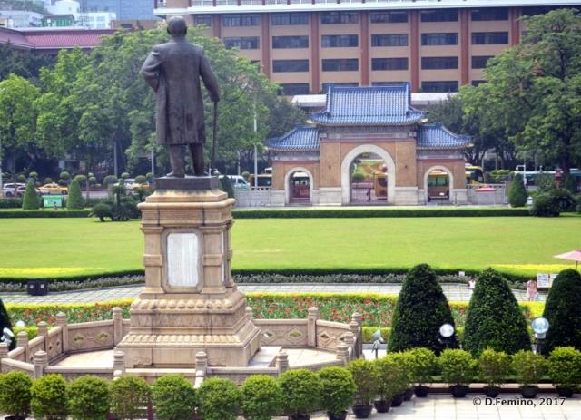 Sun Yat-Sen statue (Guangzhou, China, 2017)