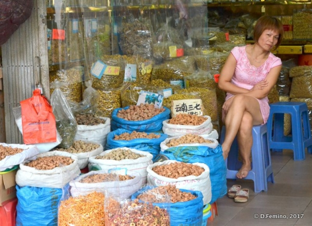 Lady selling spices (Guangzhou, China, 2017)