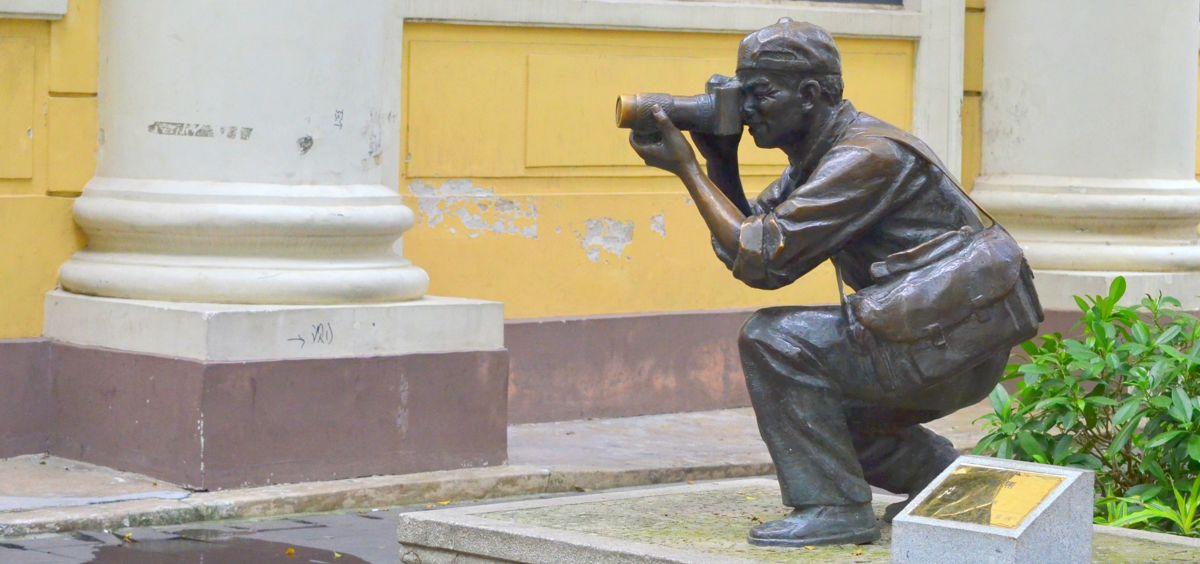 Photographer statue in Guangzhou