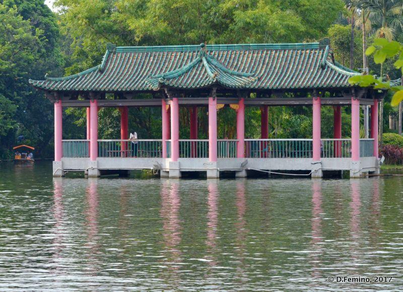 Pavilion by the pond (Guangzhou, China, 2017)