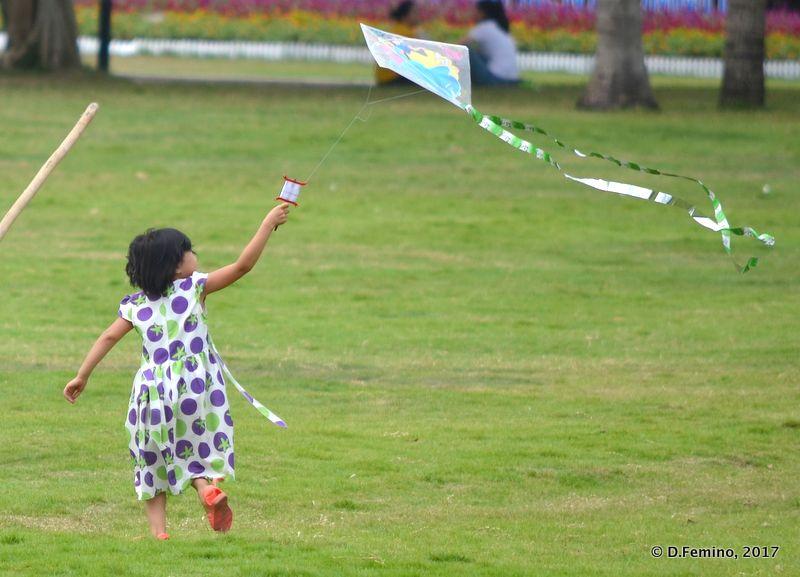 Riding the kite (Zhuhai, China, 2017)