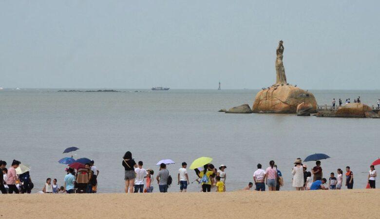 Beach of Zhuhai with Fisher girl statue
