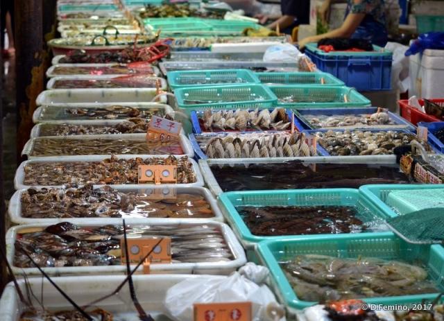Stalls in Wanzai market (Zhuhai, China, 2017)