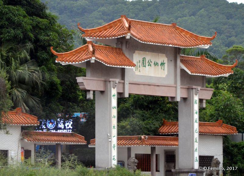 Temple gate (Zhuhai, China, 2017)