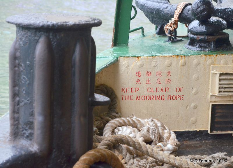 Keep clear the mooring rope (Hong Kong, 2017)