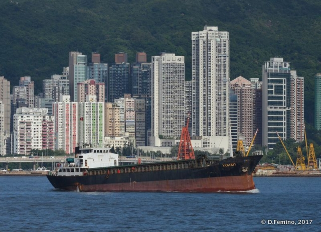 Tanker by the city (Hong Kong, 2017)