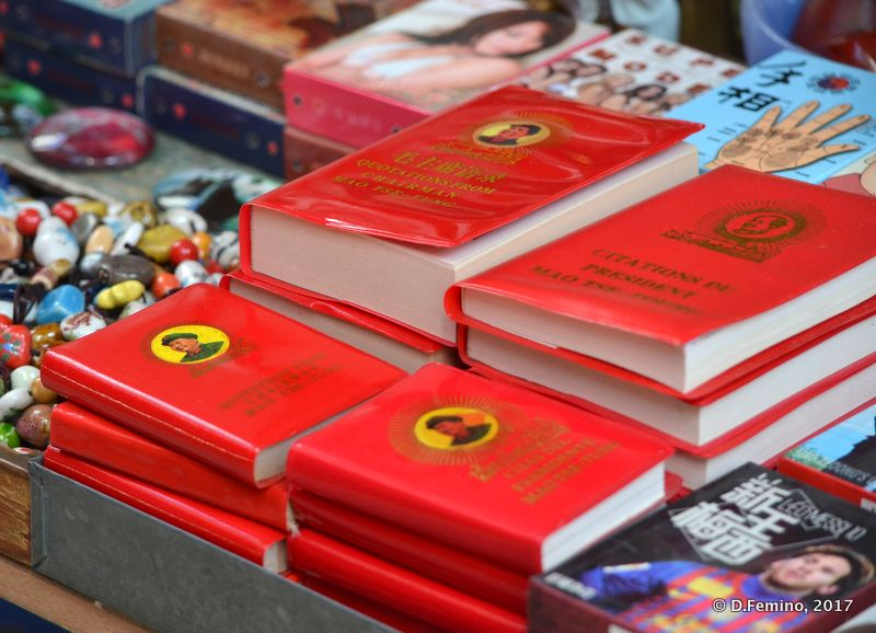 Mao's little red books (Hong Kong, 2017)