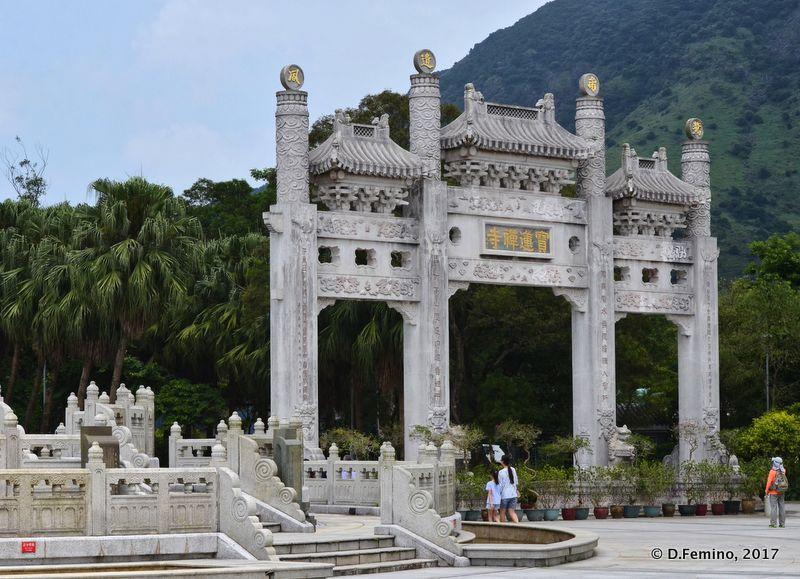 Gate to Po Lin Monastery (Ngong Ping, Hong Kong, 2017)