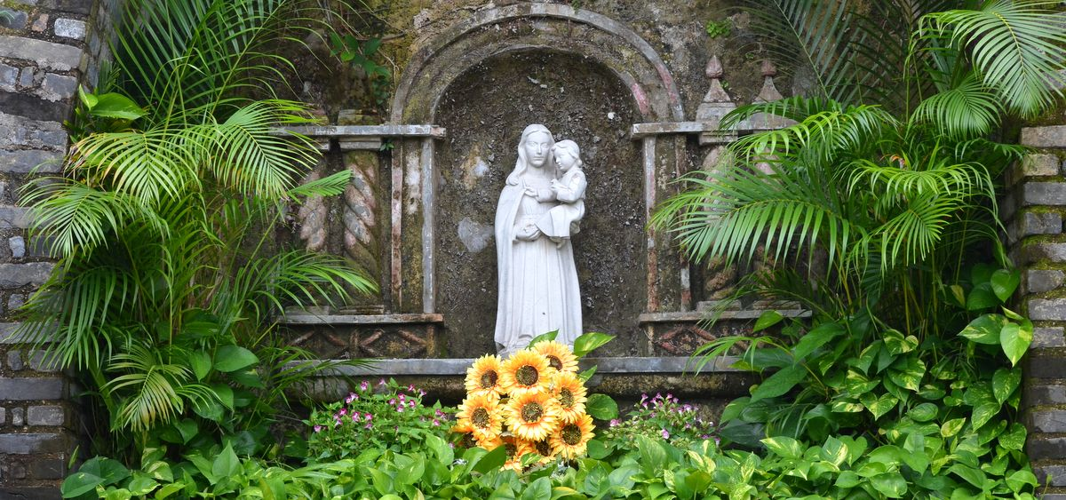 Madonna and Jesus altar in Fortaleza do Monte