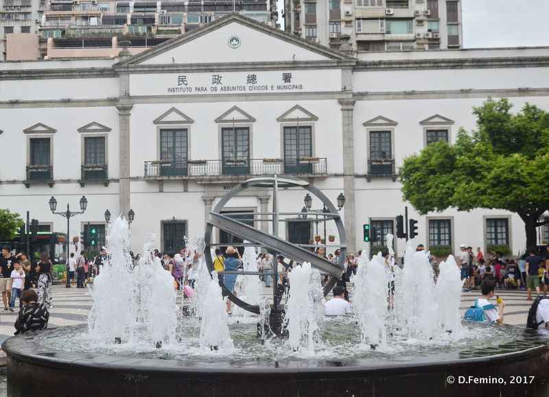 Fountain in Largo do Senado (Macau, 2017)