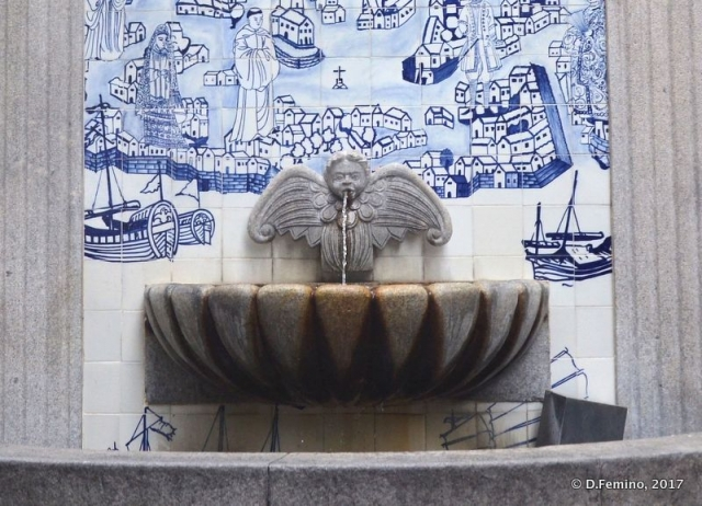Fountain and azulejos (Macau, 2017)